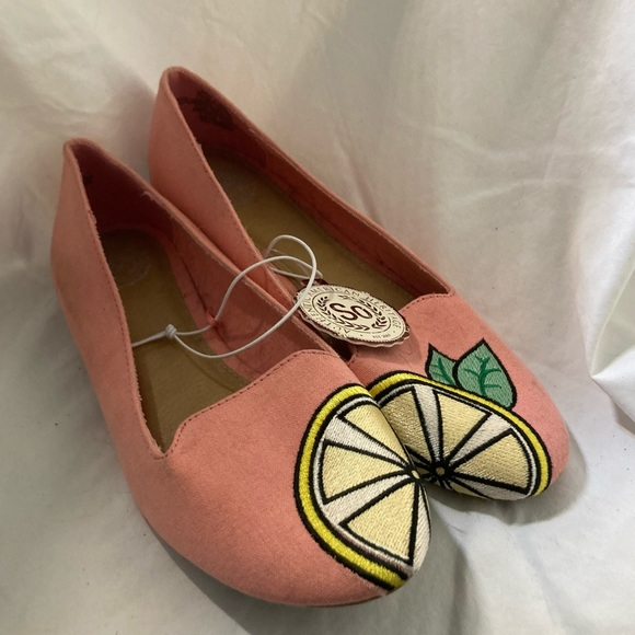 Soft Pink Lemon Embroidered Flats/Loafers Size 7